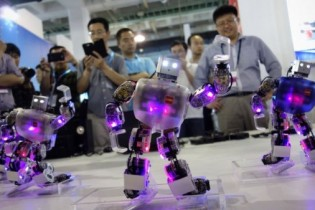Visitors-watch-a-robot-dance-show-at-the-China-International-High-Tech-Expo-in-Beijing-960x540